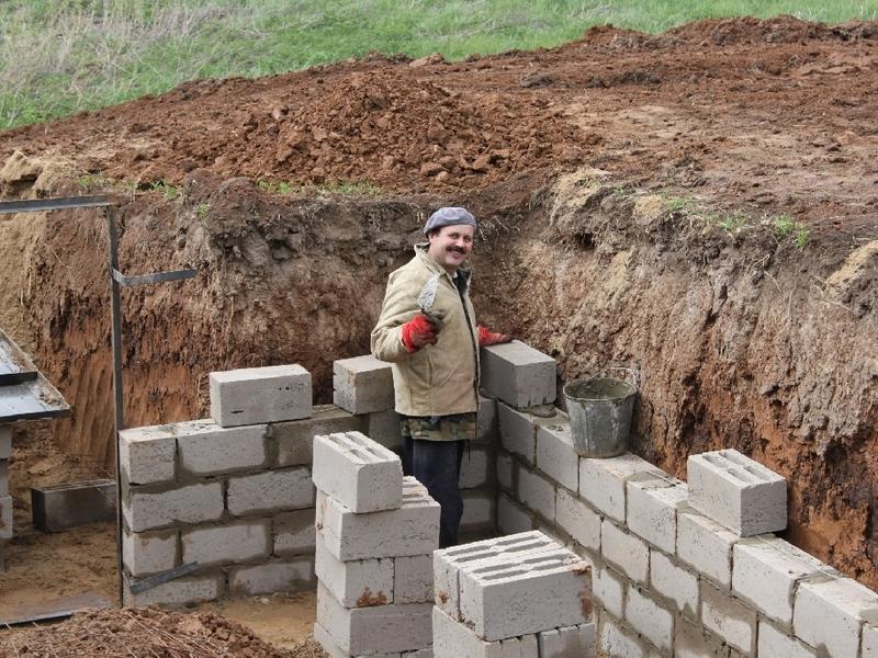 Процесс строительства омшаника