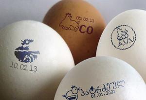 Сколько весит вареное и сырое яйцо